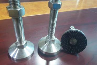 Các loại chân tăng chỉnh inox sử dụng trong hệ thống băng tải